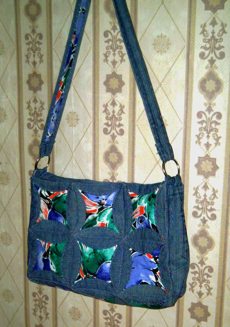 Задумала из старых джинсов сделать себе сумку. Вот идей насобирала